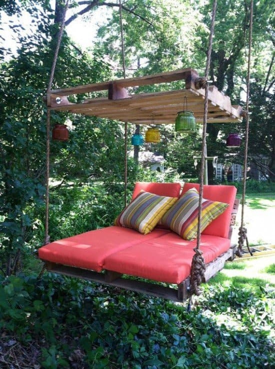 DIY Outdoor Pallet Bed Swing