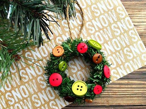 mini-mason-jar-lid-ring-wreath-diy-christmas-tree-ornament-finished