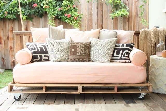 This Sofa Couch Is Perfect For Those Who Want An Area To Sit And Feel Cozy In It Very Durable Looks Splendid You Will Need Some Pallets Casters