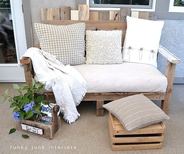 The Creative Pallet Wood Sofa