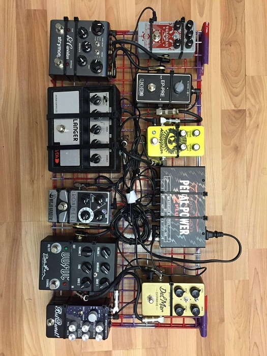DIY Metal Wire Shelf Pedalboard