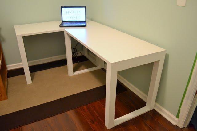 Minimalistic DIY Corner Desk Plans