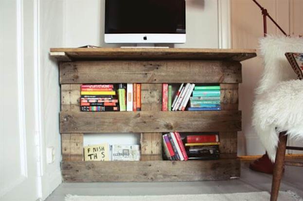 Wooden Pallet DIY Corner Desk Plans