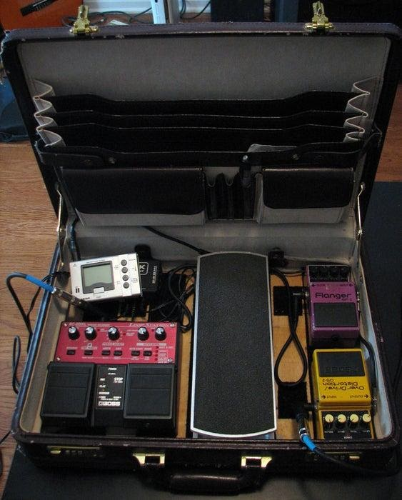 DIY Old Vintage Briefcase Pedalboard