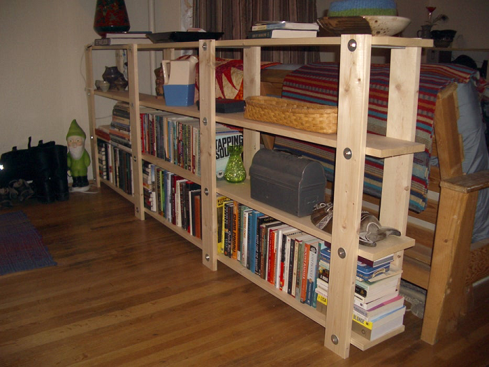 DIY Low-waste Bookshelf