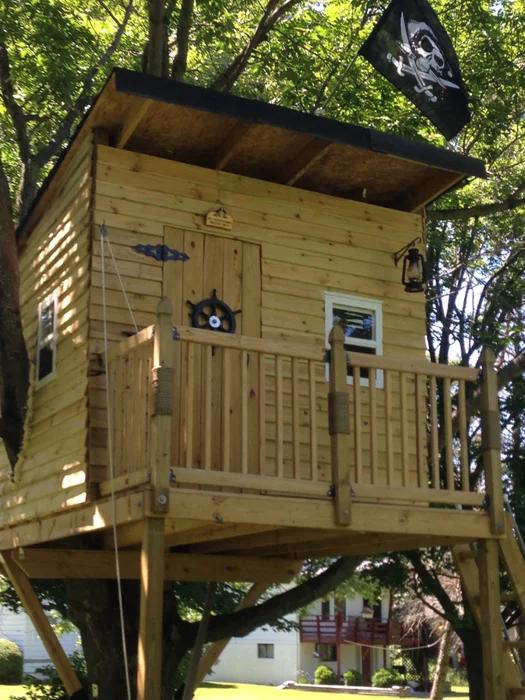DIY Pirate Treehouse