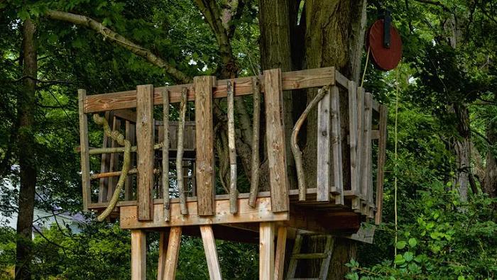 Easy DIY Treehouse
