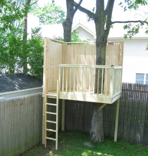 Picket Fence Treehouse DIY