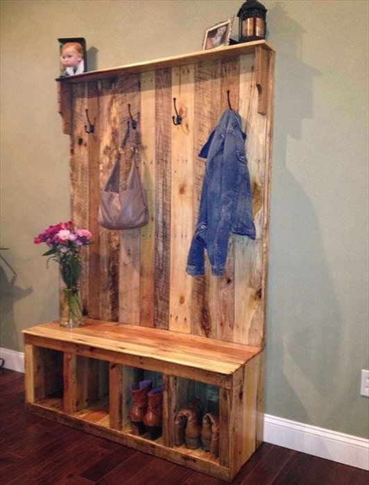 Pallet Entryway Bench – DIY Storage Bench
